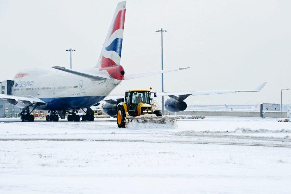 """A po anulohen fluturimet në """"Adem Jashari"""", pas reshjeve të borës?"""