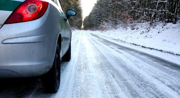 Videoja që tregon se si të veproni kur makina juaj rrëshqet në akull