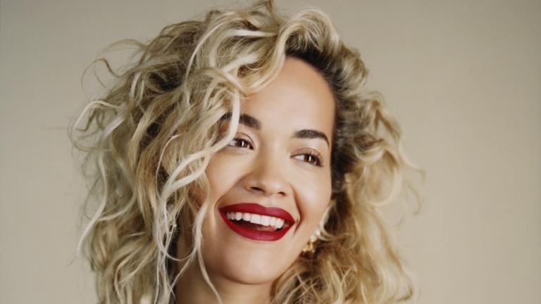 Rita Ora pranon një Iphone të ri nga kjo kompani e njohur
