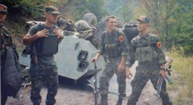 Momenti kur thyhet kufiri në Koshare 20 vite më parë (Video)