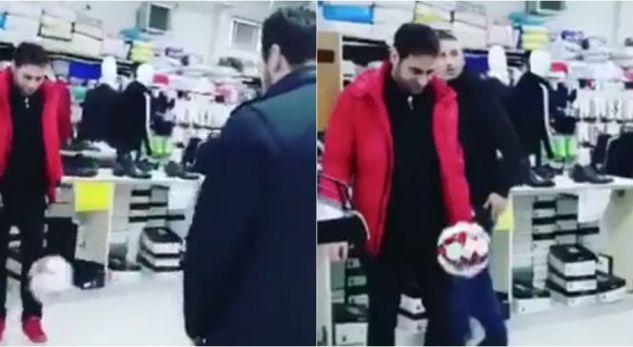 Elvis Naçi xhirohet duke luajtur futboll me Lorik Canën në një qendër tregtare