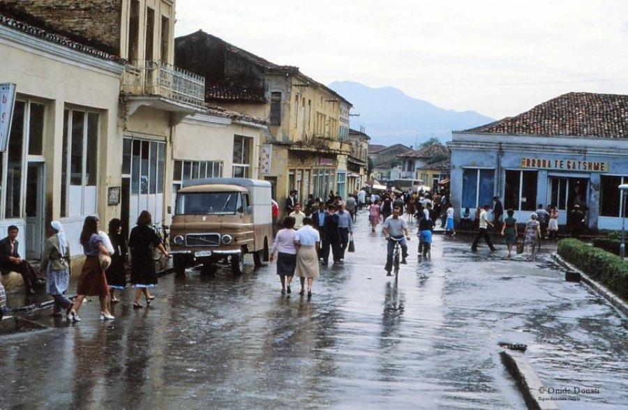 Foto të rralla të Shqipërisë së vitit 1982