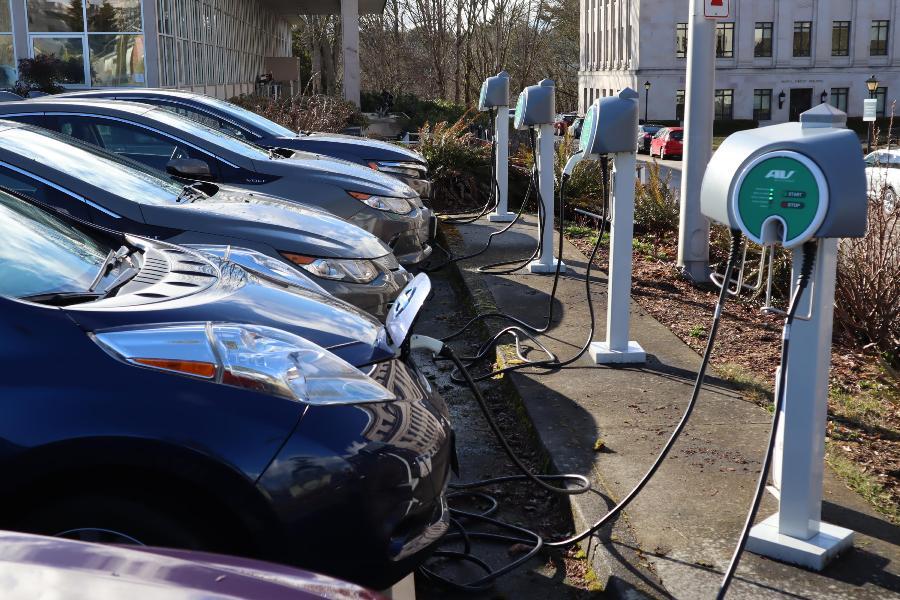 Pas 20 vjetësh, gjysma e veturave në botë do të jenë elektrike