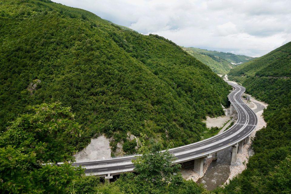 """Ministria nuk e di sa do të kushtojë ndërtimi i kyçjeve të reja në Autostradën """"Arbën Xhaferi"""""""