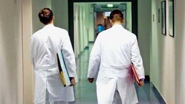 FSShK: Gjendja është alarmante, Kosova rrezikohet të mbetet pa mjekë e infermierë