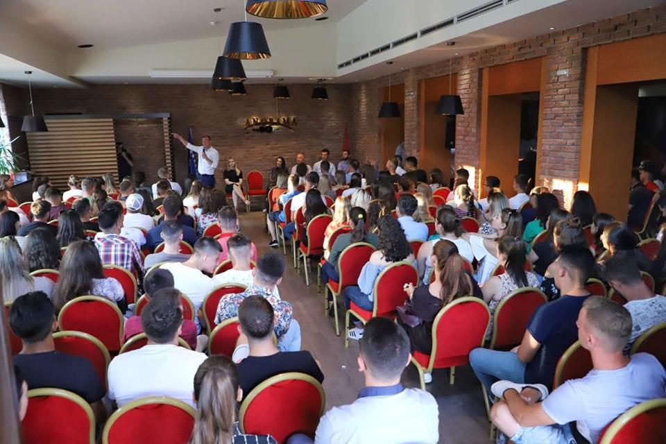 Veseli në Pejë shumë të rinj i janë bashkuar PDK-së
