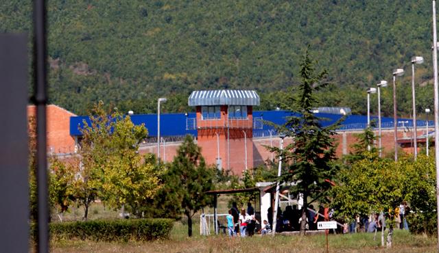 Vështirësitë e gardianëve në burgje, kërkohet përforcim me rritje të stafit