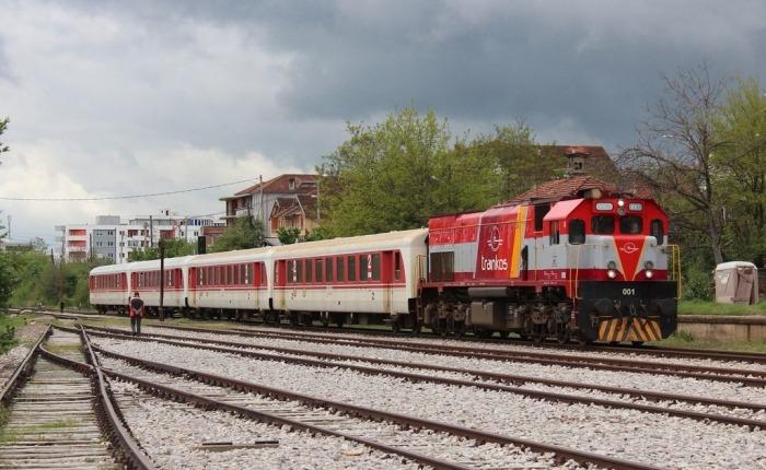 Për një shofer, ndalohet qarkullimi i trenave, ministritë nuk janë në dijeni
