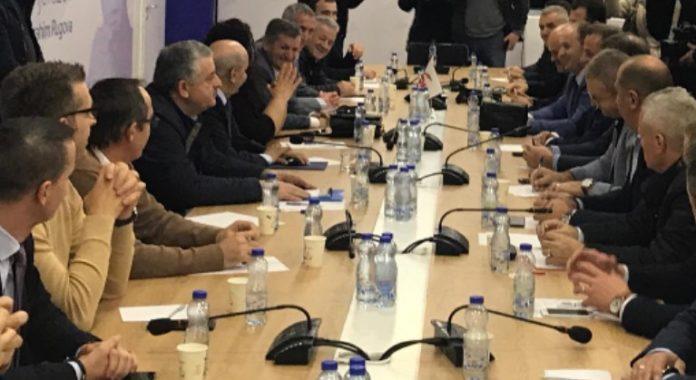 Nënkryetari i LDK-së sqaron kur vendoset e kush do të jetë ministër në Qeverinë Hoti