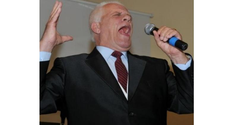 Ndahet nga jeta këngëtari Qerim Sula