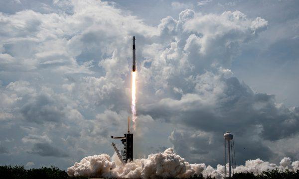 Kapsula e SpaceX mbërrin në Stacionin Hapësinor Ndërkombëtar