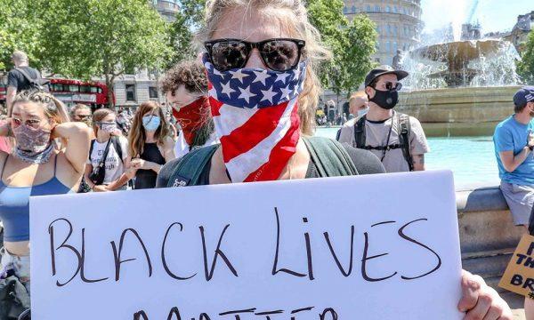 Protestë para ambasadës amerikane në Prishtinë për vdekjen e Floyd