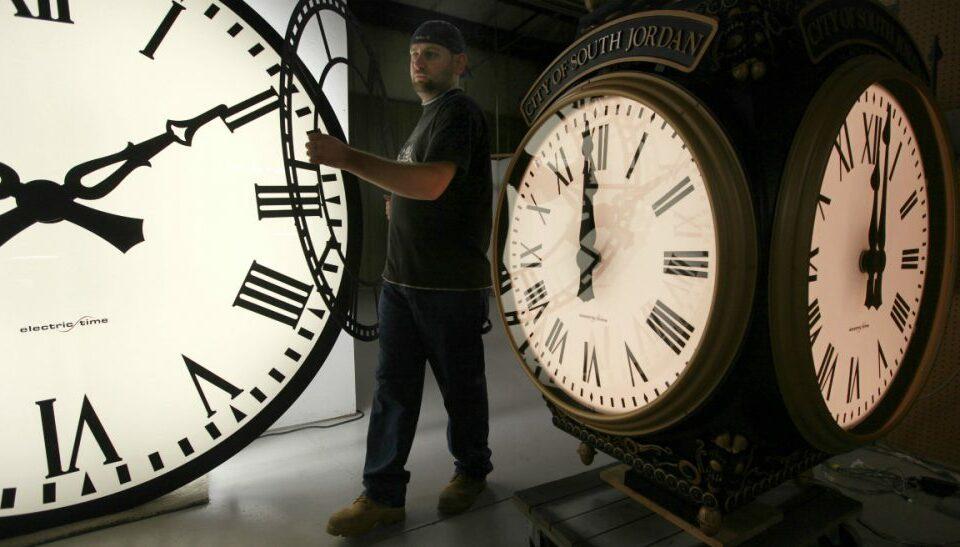 Pyetja që bëhet çdo vit: Kur ndryshon ora?