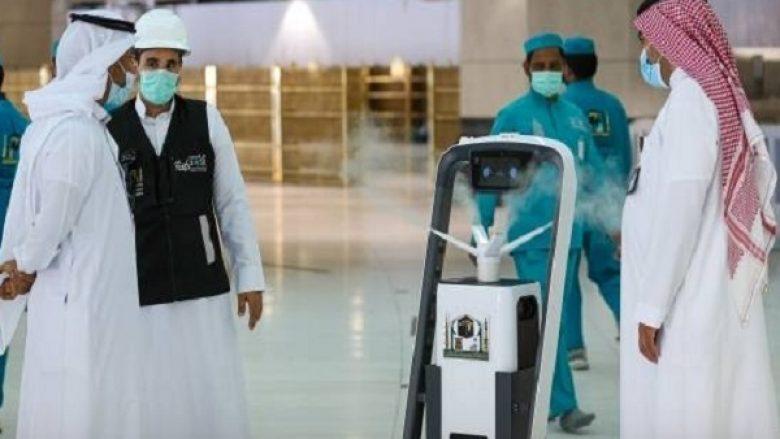 Arabia Saudite vendos robotë në shërbim të haxhilerëve në Qabe