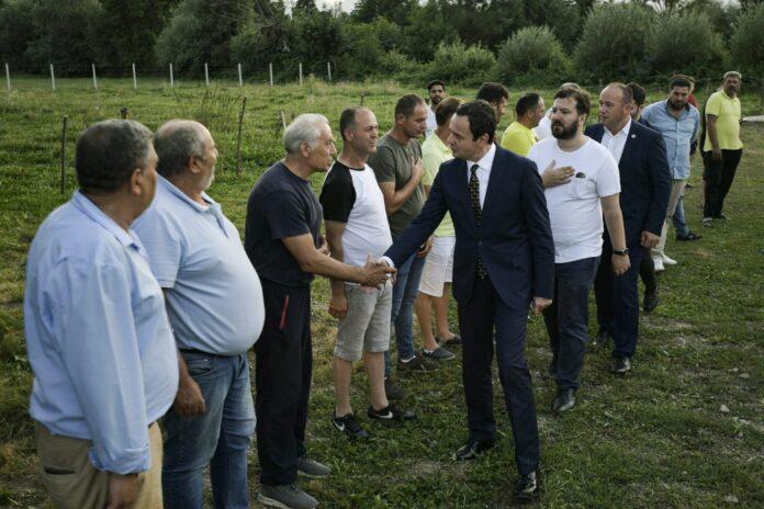 Kryeministri Kurti vizitoi për ngushëllime familjet e dy viktimave të aksidentit tragjik në Kroaci