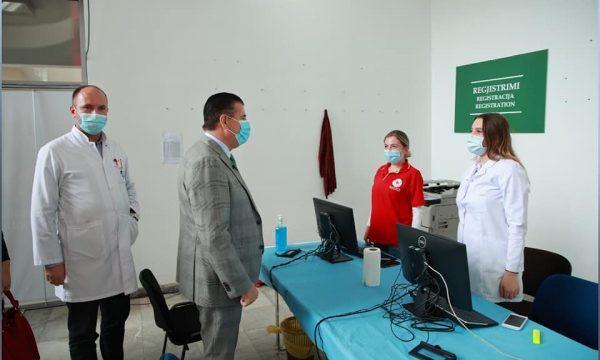 Bahtiri në qendrën e vaksinimit për fushatë, punëtorët shëndetësorë s'kanë ujë të pijes